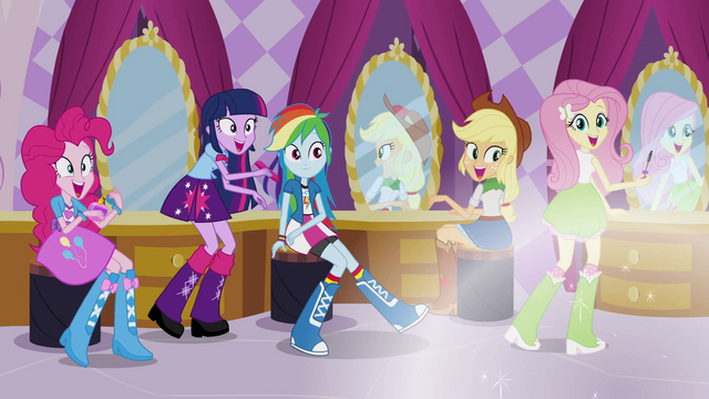 File:Rarity's friends excited EG.png