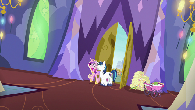 File:Shining Armor and Cadance return to the castle S7E3.png