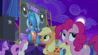 Applejack and Pinkie approach the stage S6E6