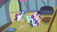 Rarity giving foals party favors S4E19