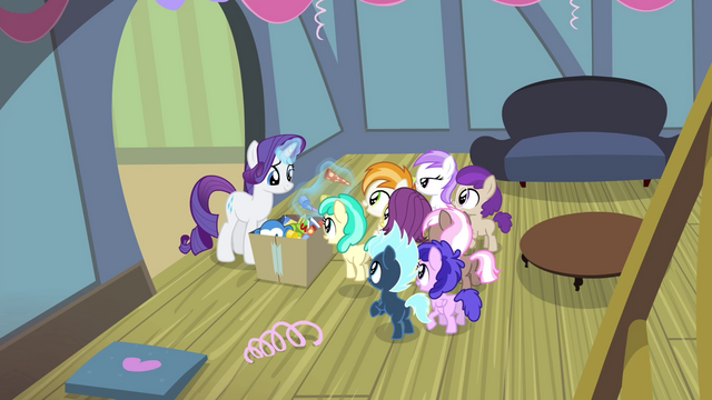 File:Rarity giving foals party favors S4E19.png