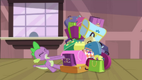 Spike struggling with the bags S4E8
