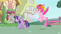 Pinkie Pie shaking her legs S1E15