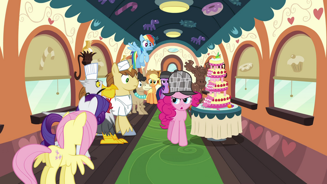 File:Pinkie with the line of passengers S2E24.png