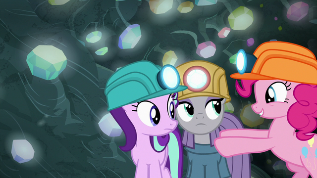 File:Pinkie pushes Maud closer to Starlight S7E4.png