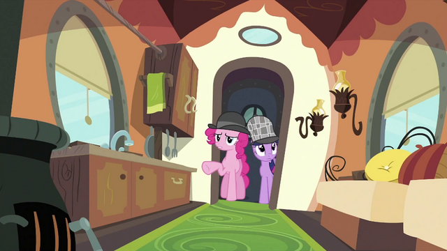 File:Twilight and Pinkie at the door S2E24.png