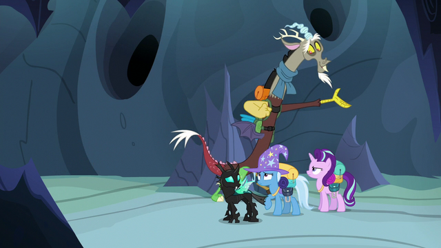 File:Discord Changeling directing Starlight and friends S6E26.png