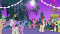 Everypony having fun at the party S5E12.png