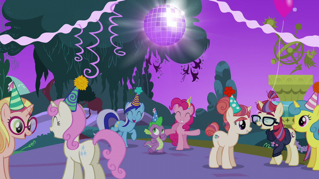 File:Everypony having fun at the party S5E12.png