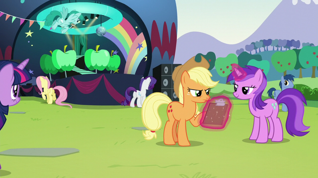 File:Applejack checking clipboard S5E24.png