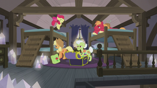 File:Apple family settling in at the Pie house S5E20.png