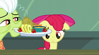 Granny Smith with a breakfast plate for Apple Bloom S5E17