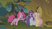 Pinkie Pie spitting S01E09