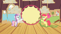 Apple Bloom and Sweetie Belle lifting the hoop S4E05