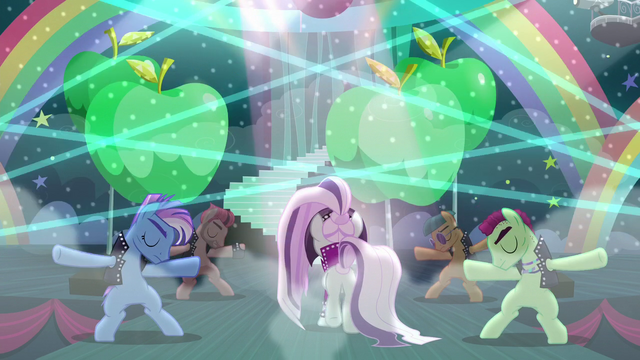 File:Countess Coloratura on stage walking S5E24.png