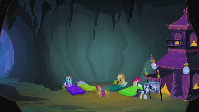File:Scootaloo talking to the other ponies S3E06.png