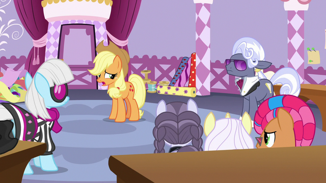 File:Applejack feeling guilty for her actions S7E9.png