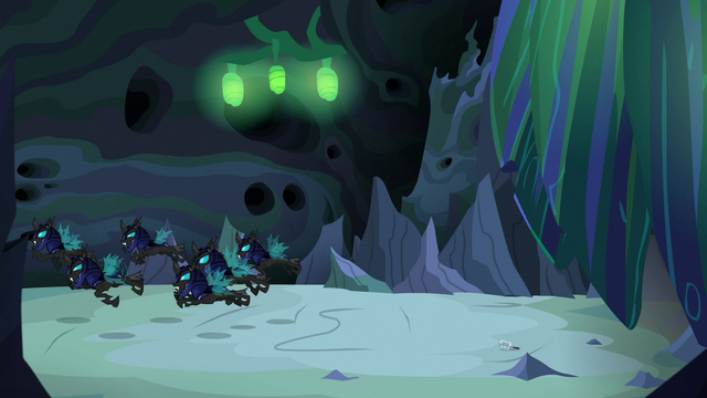 File:Changeling guards chasing Discord S6E26.png