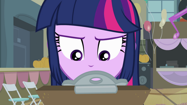 File:Twilight looking at the clipboard EG.png