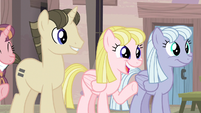 Equalized ponies welcoming Fluttershy S5E02