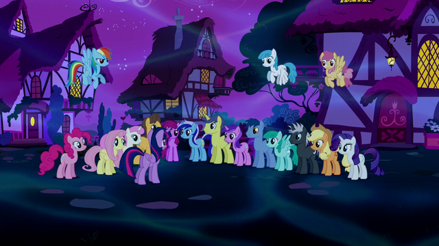 File:Twilight addresses the crowd of ponies S5E13.png