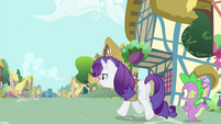 Rarity and Spike walking S4E23