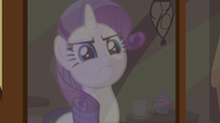 A reflection of Rarity looking serious S5E19