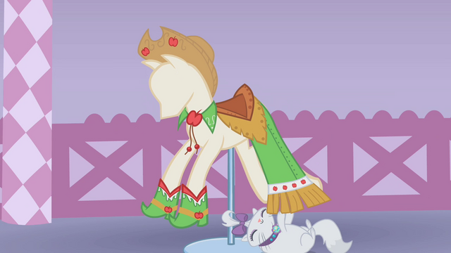 File:Applejack's dress on display S1E14.png