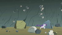 Rarity dodging falling rocks S1E07