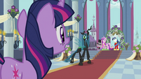 Twilight looking at Chrysalis S2E26