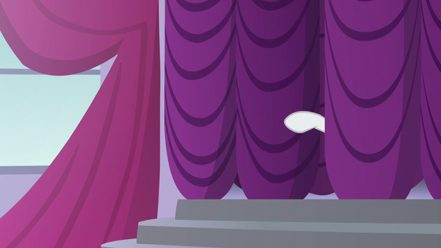 File:Rarity points her hoof S5E15.png