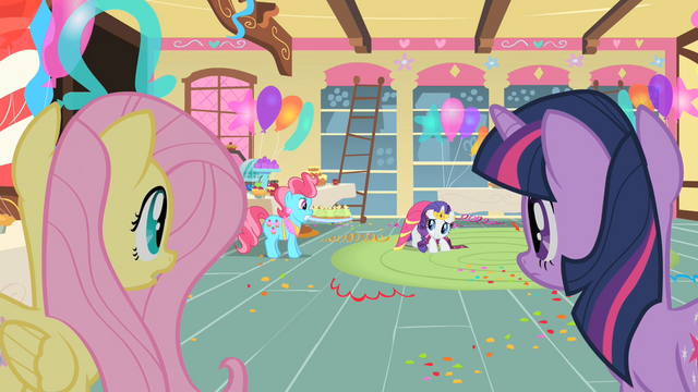 File:Rarity scared for her dress S1E22.png