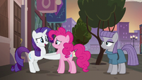 Rarity thanking Pinkie Pie S6E3