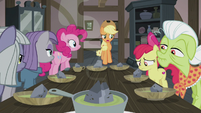 Applejack asks about double-baked pot pie S5E20