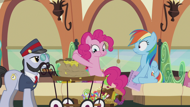 File:Pinkie paying a lot of bits S5E8.png
