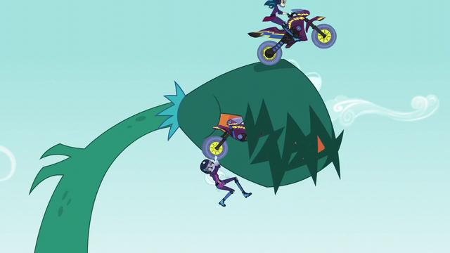 File:Indigo Zap jumps the vine like a ramp EG3.png