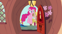 Pinkie Pie bouncing outside library S4E18