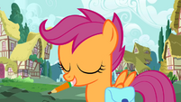 Scootaloo with a pen in her mouth S01E18