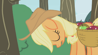 Applejack sleepy and ashamed S1E04