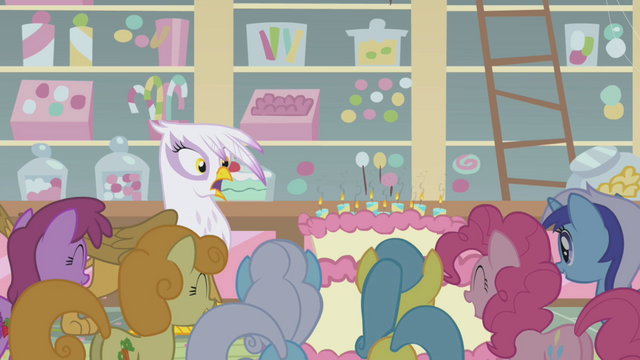 File:Gilda got the relighting birthday candles S1E05.png