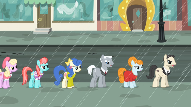 File:Manehattan ponies in line S4E08.png