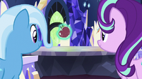 Starlight Glimmer levitating an apple S7E2