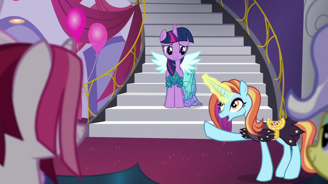 File:Sassy points at Twilight S5E14.png