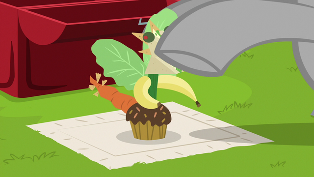 File:Chipcutter making a lunch sculpture S7E6.png