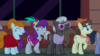 Manehattan ponies excited for grand opening S6E9