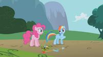Rainbow Dash introduces Gilda S1E05