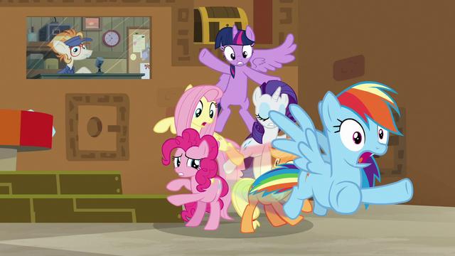 File:Rainbow Dash speeds toward the door S7E2.png