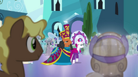 Entrance of the dignitaries S4E25