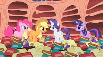Applejack thinks Rainbow Dash is confident S1E16