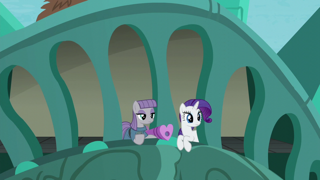 File:Maud Pie and Rarity hears Pinkie S6E3.png